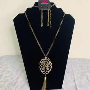 A beautiful chain necklace